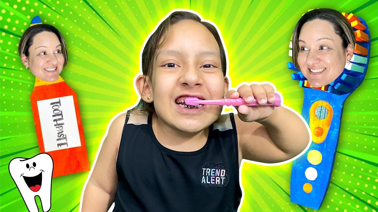 Maria Clara aprende que é importante escovar os dentes (Maria Clara Brush Your Teeth) - MC Divertida