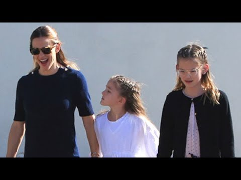 Jennifer Garner In Good Spirits After Sunday Services With Family