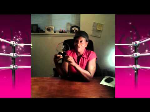 Jacqueline Moore accepts Diva Dirt Legacy Award