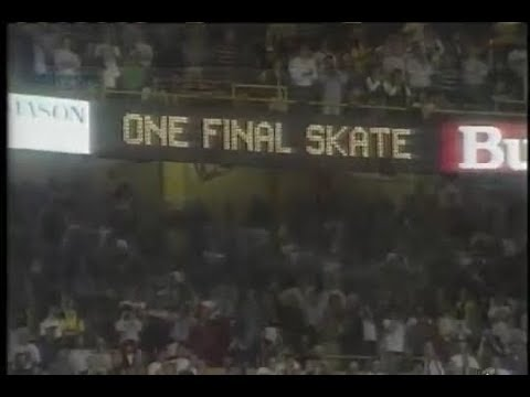 Rene Rancourt sings Auld Lang Syne at the Last Hurrah of the Boston Garden 9/26/95