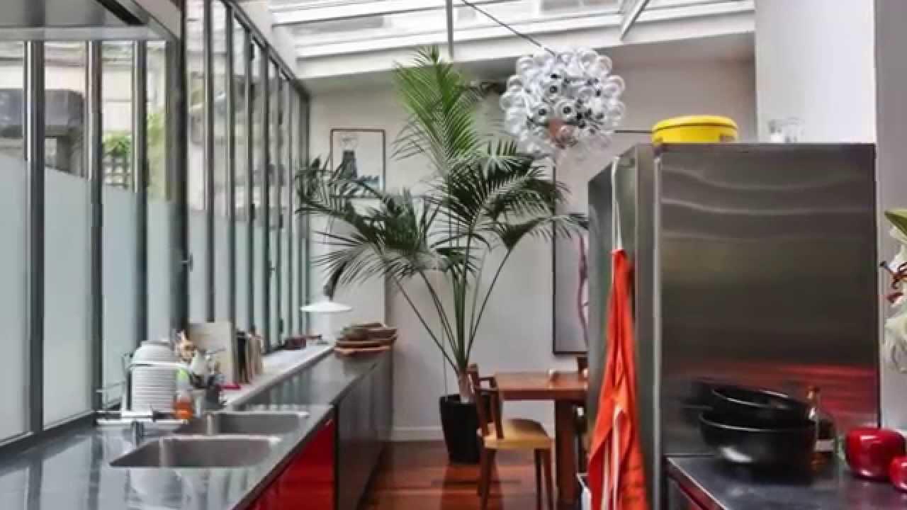 Loft atelier d 39 artiste paris 10 me youtube for Loft atelier artiste