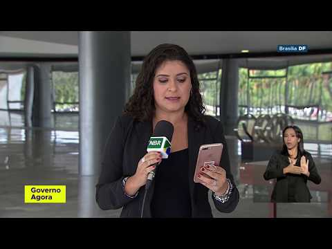 Presidente Jair Bolsonaro assina projetos de lei anticrime