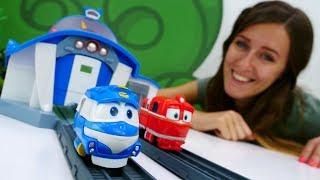 Guardería Infantil - Robot Trains en español. Trenes de juguete
