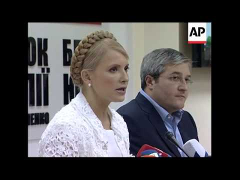 Opposition leader Yulia Tymoshenko gives presser