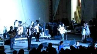 Gogol Bordello - Uma menina (live in Bucharest 2009)