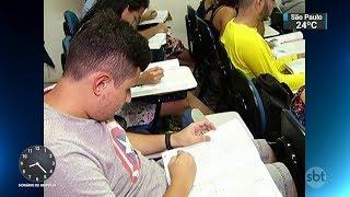 Candidatos do Enem devem ficar atentos ao horário das provas | SBT Brasil (03/11/17)
