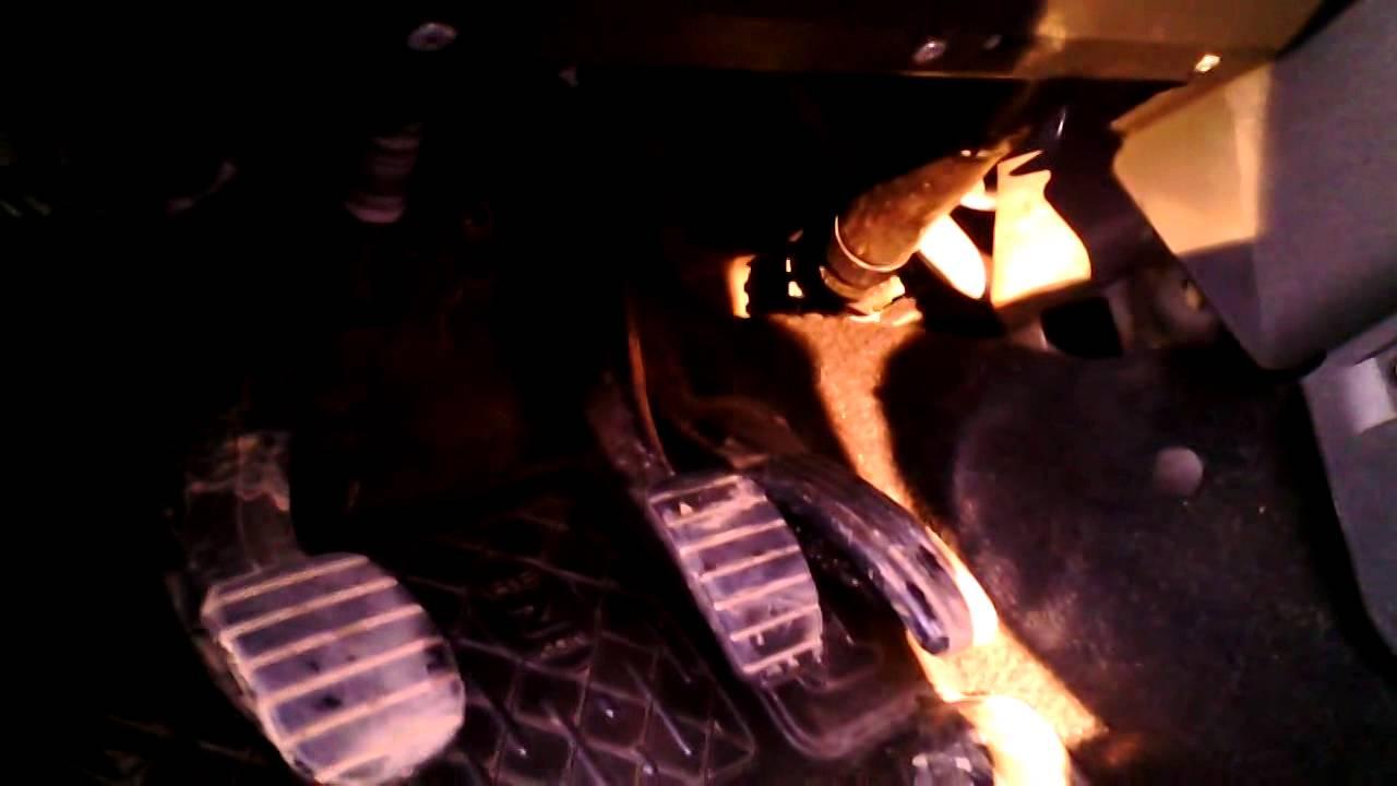 Воздуховод для ног водителя Рено Логан.