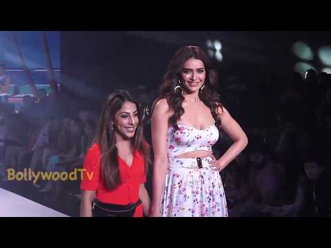 karishma tanna  Ramp Walk with Models New Dress Bombay fashion Weak