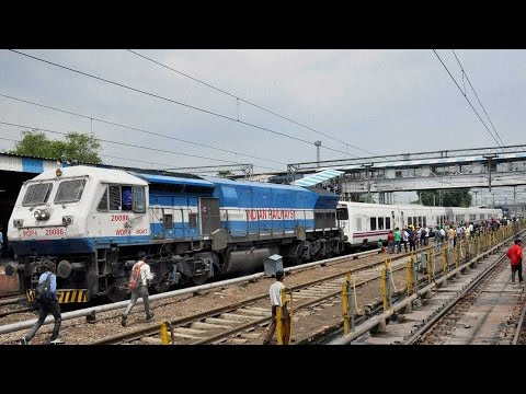 Indian Railways to install bio-toilets in all trains by 2019 | Oneindia News