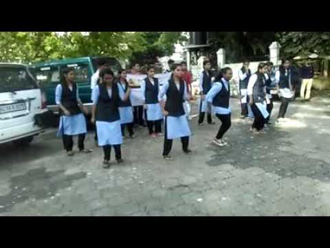 Funny Flash mob at mahe walkway