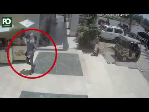 Unbelievable Bank robbery without weapons caught on camera in Karachi | Pakistan Observer
