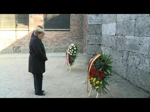 Angela Merkel rend hommage aux victimes d'Auschwitz | AFP Images