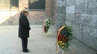 La chancelière allemande Angela Merkel rend hommage aux victimes du...