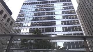 Нью Йорк. Гуляем по улицам Нью Йорка, Wall Street, небоскребы, Бруклинский мост(Смотрите наши прогулки по Нью Йорку: Прогулки по Нью Йорку. Central Park http://youtu.be/BtLJzDUm-ms Ночной Нью Йорк , витрины..., 2013-09-15T23:55:58.000Z)