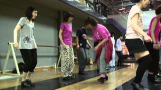 きーやん先生のタッブダンス初級のレッスン風景です。