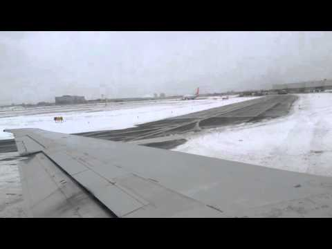 American Airlines md80 landing & taxi at Toronto Pearson International Airport (YYZ)