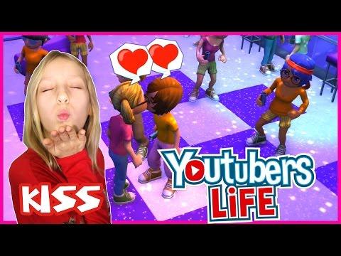 Kissing My Boyfriend / Youtubers Life