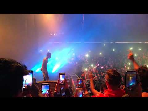 "Travis Scott performs ""DUBAI SHIT"" for the first time!"