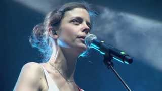 Clara Luzia - It