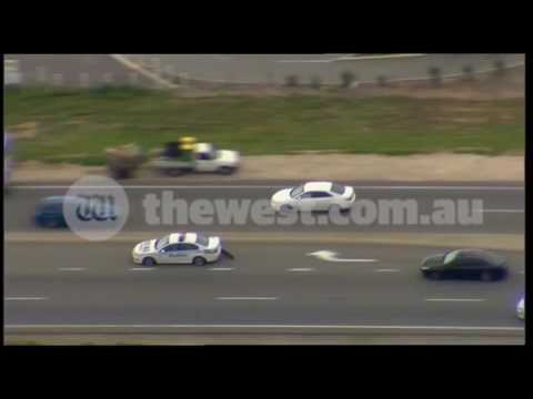 Wild police chase in Perth's southern suburbs [RAW]