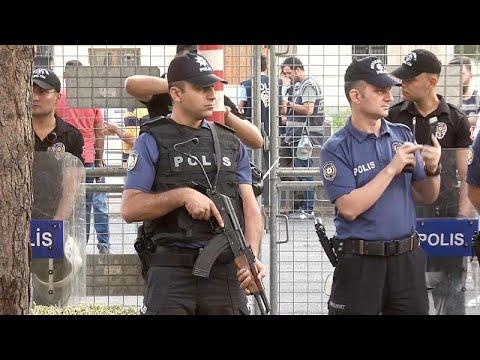 Autoridades turcas afastam autarcas pró-curdos