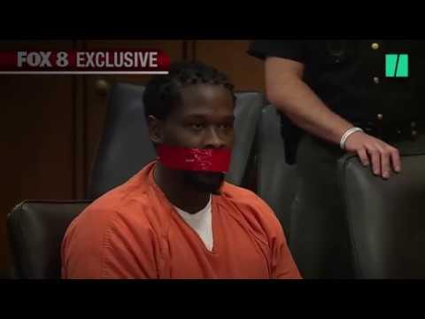 Ce juge fait bâillonner un accusé en plein procès après lui avoir dit de la 'fermer'