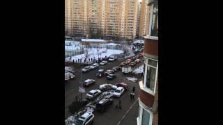 Вертолет МЧС на Дубнинской(Прилетел вертолёт МЧС в 13:40 и через 10 минут улетел на улице дубнинской д.24., 2015-11-28T13:02:30.000Z)