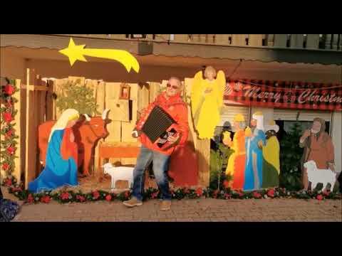 """Gert Emig """"Der Odenwald Tiroler """"Vor der selbst gebauten Weihnachtskrippe mit dem Titel"""" Weihnacht"""""""