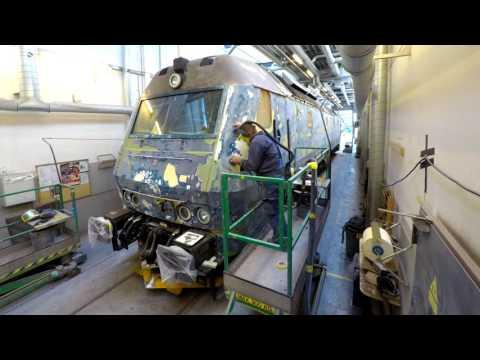 DSB Timelapse: De ikoniske ME-lokomotiver er på værksted og får ny farve