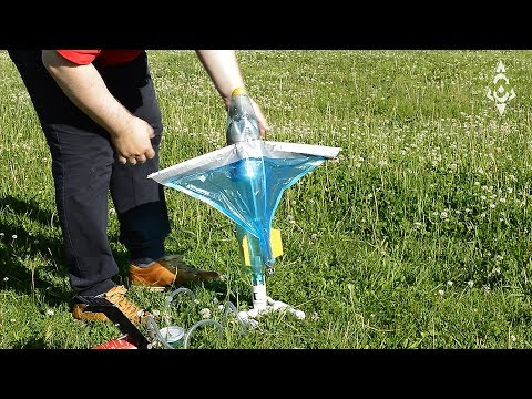 Automatically deployable wings for a water rocket