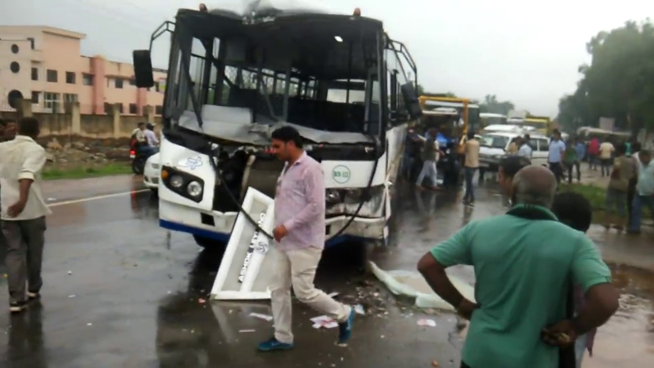r.s.r.t.c bus accident in ajmer,rajasthan,india in traffic - youtube