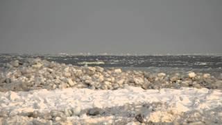 水平線の上に蜃気楼した流氷が現れたり消えたりしていました。 止別の河...