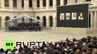Cérémonie d'hommage aux victimes des attentats à Paris aux Invalides