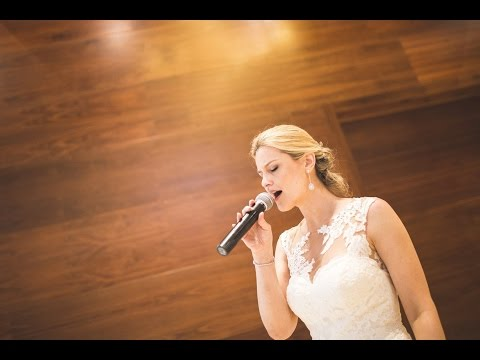 Novia canta al novio