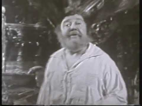Charles Laughton as Bottom in 'A Midsummer Night's Dream'