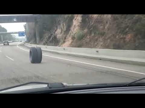 La rueda de una hormigonera 'se une al tráfico' en la A-55