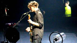 Josh Klinghoffer Singing An Italian Song By Mina -  Rhcp Live @ Milano, Italy 11/12/2011 Hd