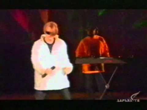 видео на белом покрывале
