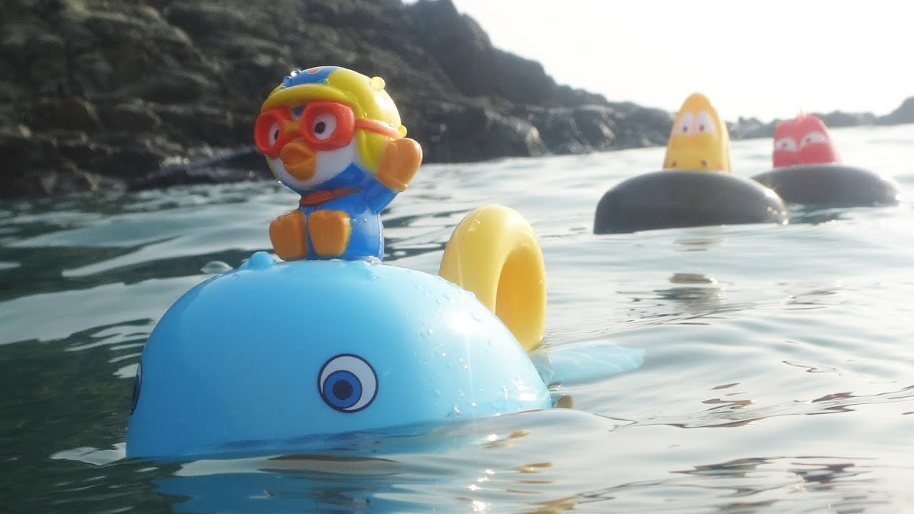 Open Water Swimming Pororo Whale Larva bath toys in the Sea Kids