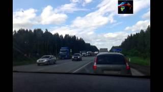 Трасса Екатеринбург-Реж, перевернуля грузовик.(   Route Ekaterinburg-Rezh, overturned truck.(На трассе Екатеринбург - Реж перевернулся грузовик