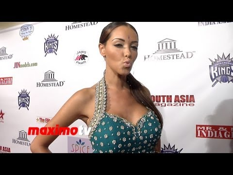 Joanna Angel & Small Hands: AVN 2019 Red Carpet InterviewKaynak: YouTube · Süre: 3 dakika10 saniye