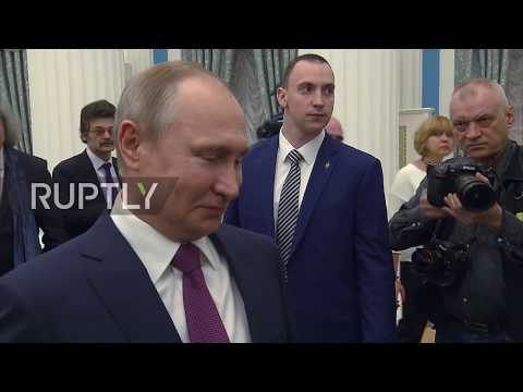 Russia: Cheers! Putin takes swig of champers from famous Russian musician's flute