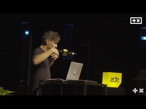 Full Martin Garrix makes a new Track! | ADE Masterclass 2017