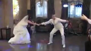 Жених с невестой зажигают