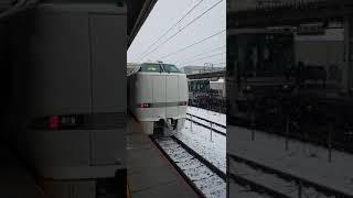 【雪の滋賀県】JR西日本 東海道本線 米原駅を出発する しらさぎ号