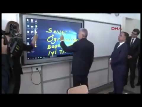 Başbakan Binali Yıldırım, sergilediği performansla minik öğrencilere moral aşıladı...