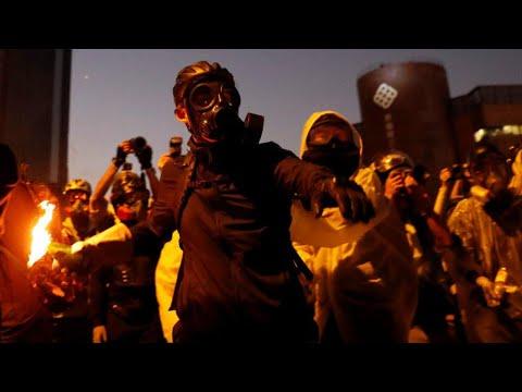 هونغ كونغ: جامعة تحولت إلى مسرح حرب بين المتظاهرين والشرطة  - نشر قبل 19 ساعة