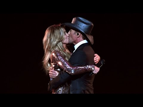 Tim McGraw and Faith Hill Are Ultimate Relatiship Goals During ACMs Performance