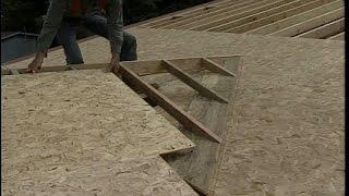 видео Крыша над крыльцом: устройство конструкции