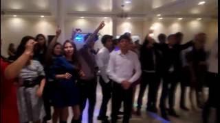 парень классно поет на свадьбе смотреть всем!!!!!!!!!!
